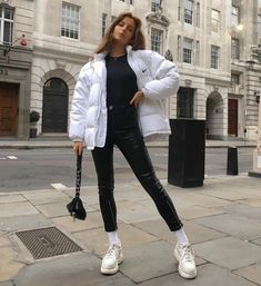 7 Pairs of White Sneakers Your Closet is Missing – Fashion – …, 7 Paar weiße Turnschuhe Casual Outfits, Cute Outfits, Fashion Outfits, Womens Fashion, Fashion Fashion, Fashion Humor, Cheap Fashion, Fashion Ideas, Fashion Tips