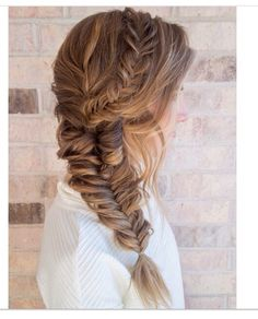 40 Gorgeous Side Swept Wedding Hairstyles Side hairstyles look stunning and are comfy in wearing, we've already shared some side updos. Today I'd like to continue the theme with some other beautiful . Fishtail Braid Wedding, Fishtail Braid Hairstyles, Side Swept Hairstyles, Hairstyle Look, Pretty Hairstyles, Easy Hairstyles, Wedding Braids, Grad Hairstyles, Hairstyle Ideas