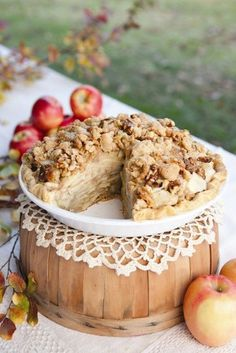 Fall Wedding... in addition to cake (or instead of it) serve pie (apple, pumpkin, pecan, and more) and use upside down apple baskets as cake stands
