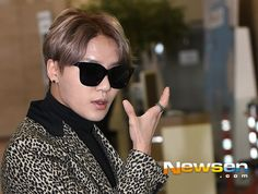 Kim Junsu at Gimpo Airport heading to Japan (141115)