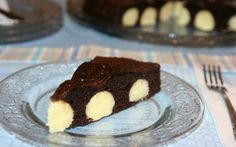 Prajitura de ciocolata cu bombite de branza si cocos (Chocolate cake with cheese and coconut bombs) Romanian Desserts, Romanian Food, Romanian Recipes, Sweets Recipes, Cooking Recipes, My Favorite Food, Favorite Recipes, Pie Cake, French Pastries