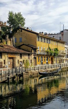 Naviglio Grande canal - Lombardy, Italy Italy Pictures, Cool Pictures, Over The Hill, Old Images, Abandoned Places, Architecture Details, Italy Travel, Travel Around, The Good Place