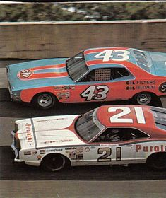 Richard Petty & David Pearson - probably the greatest rivalry in the sport, between the two winning-est drivers of all time. Nascar Autos, Nascar Race Cars, Old Race Cars, Classic Motors, Classic Cars, Richard Petty, King Richard, Muscle Cars, Drag Racing