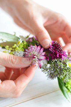 Wildflower Wedding - Part Tie a flower bracelet for bridesmaids yourself Flower Bracelet, Wild Flowers, Bracelets, Wedding, Corsages, Bridesmaids, Tie, Wildflowers Wedding, Flower Jewelry