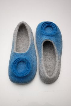 Grey Felt Slippers for Women - Handmade slippers - Organic slippers Women - Grey Slippers - Bay Blue Slipper - Flexible soles - gift forher Grey Slippers, Felted Slippers, Needle Felted, Nuno Felting, Felt Boots, Felt Finger Puppets, Felt House, Felt Diy, Felt Crafts