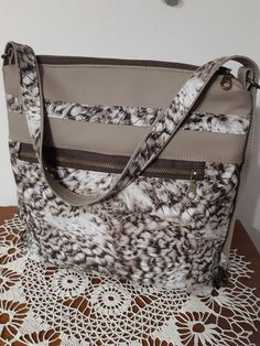 Kabelka Monogram, Michael Kors, Shoulder Bag, Pattern, Bags, Fashion, Scrappy Quilts, Handbags, Moda