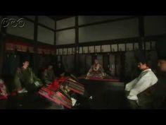 平清盛ダイジェスト 第48回「幻の都」 今から900年前、貴族政治が行き詰まり、混迷を極めた平安末期、武士として初めて日本の覇者へと登りつめた男、平清盛の物語。    第48回「幻の都」   富士川の戦で敗戦し、忠清(藤本隆宏)も斬れずにしりもちをついた清盛(松山ケンイチ)を待っていたのは、棟梁・宗盛(石黒英雄)からの福原から京への還都の申し出だった。宗盛の涙ながらの訴えに、清盛もついに折れざるを得ず、安徳天皇(貞光奏風)を頂き、最初で最後の五節の会が福原で行われ、その宴をもって、京へ還都する。還都の知らせに、清盛が何を求めて武士の世を目指しているのか、わからなくなった頼朝(岡田将生)は、清盛の過去を知る弁慶(青木崇高)に、若き清盛のありようを聞く。若き日、故意に神輿(しんよ)に向けて、矢を射た清盛のことを聞き、頼朝は、清盛の目指す世も、父・義朝が目指し、いまの自分が目指す世も同じものであることに思い至る。そんな時、南都・興福寺を攻めた平家軍の火が、東大寺の伽藍(がらん)を焼失させてしまう。    番組HPはこちら「http://nhk.jp/kiyomori