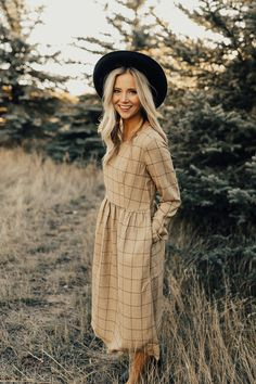Art District MOM Dress in Gold | ROOLEE