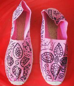 Alpargatas pintadas a mano! Si quieres unas pídemelas!! Draps Design, Toms, Sneakers, Fashion, Espadrilles, Tennis, Moda, Slippers, La Mode