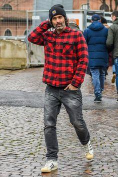 赤チェックシャツ×グレージーンズで作る男らしさ満点のコーデ Mature Mens Fashion, Grey Fashion, Mode Masculine, Workwear Fashion, Streetwear Fashion, Stylish Men, Men Casual, Rocker Look, Gentleman Style