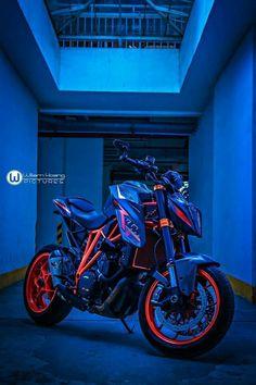What a bike! Duke Motorcycle, Duke Bike, Street Fighter Motorcycle, Futuristic Motorcycle, Ktm Duke, Ktm Motorcycles, Yamaha Bikes, Moto Car, Moto Bike