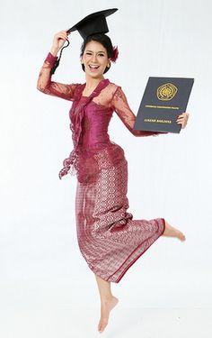 Inspirasi Model Kebaya Wisuda Nusantara untuk Wisudawati