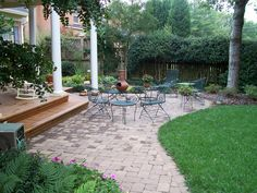 23 Wonderful Small Brick Patio Design Ideas On Your Front Yard Small Brick Patio, Brick Paver Patio, Gravel Patio, Patio House Ideas, Patio Ideas, Landscaping Ideas, Backyard Ideas, Backyard Landscaping, Front Yard Patio
