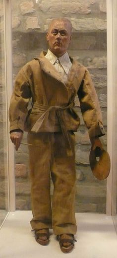 Luigi Varoli/Autoritratto, 1930-40, marionetta in legno e stoffa, alt.66 cm