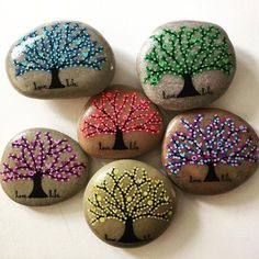 Get inspired with dotted tree of life and seasonal tree rock painting design ideas. For more painted rock and stone art ideas, visit I Love Painted Rocks. painting Seasonal Tree of Life Dot Painted Rocks Rock Painting Patterns, Rock Painting Ideas Easy, Rock Painting Designs, Painting For Kids, Paint Designs, Stone Crafts, Rock Crafts, Art Crafts, Crafts With Rocks