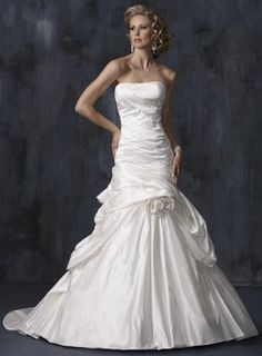 Maggie Sottero Wedding Dress. Maggie Sottero Wedding Dress on Tradesy Weddings (formerly Recycled Bride), the world's largest wedding marketplace. Price $425.00...Could You Get it For Less? Click Now to Find Out!