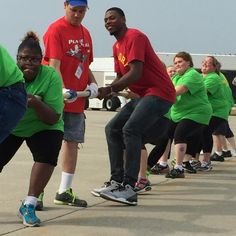 This morning at the Indianapolis International Airport, @glennrob3 joined the Plane Pull, a fundraiser for the Special Olympica of Indiana (@soindiana).