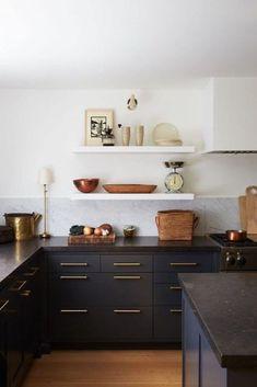 Kitchen trends - The Best Kitchen Paint Colors in 2019 – Kitchen trends Home Decor Kitchen, Interior Design Kitchen, Kitchen Furniture, New Kitchen, Kitchen Ideas, Awesome Kitchen, Kitchen Modern, Kitchen Layout, Kitchen Wood