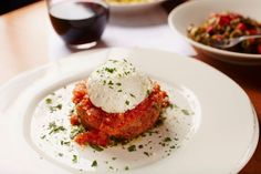 The latest fine dining reviews from critic Peter M. Gianotti.