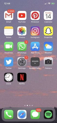 Organize Apps On Iphone, Iphone Layout, Funny Phone Wallpaper, Iphone Hacks, Me App, Phone Organization, Instagram And Snapchat, New Phones, Facetime