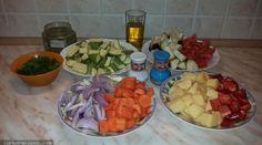 3 Νόστιμες Αγιορείτικες νηστίσιμες συνταγές για όλους! | ediva.gr Fruit Salad, Cobb Salad, Vegetarian Recipes, Food, Fruit Salads, Essen, Meals, Yemek, Eten