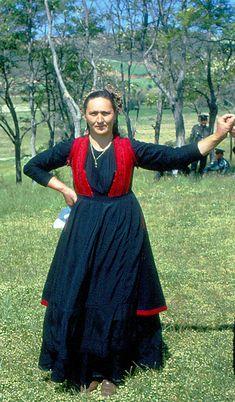 Ukraine, Greek Costumes, Greek Dress, Costumes Around The World, Folk Clothing, Folk Dance, Folk Costume, Ethnic Fashion, Greece