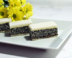 Makové rezy s citrónovou polevou Czech Desserts, Cookie Recipes, Dessert Recipes, Czech Recipes, Oreo Cupcakes, International Recipes, Yummy Cakes, Food Dishes, Sweet Recipes