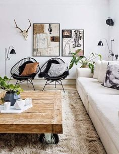 Living room, skull, table with wheels