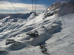 Skifahren auf der Zugspitze - Deutschlands höchster Gipfel 2.962 m hoch Impressions of numerous bavarian landscapes from the Alps and the Zugspitze
