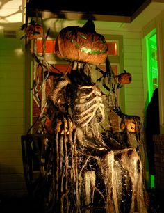 The Gallows: Drop's Props King Icky III, Awesome Halloween prop! I can see my brother in law doing this, jer! Halloween Prop, Halloween Queen, Outdoor Halloween, Halloween Projects, Halloween Party Decor, Halloween Horror, Halloween House, Holidays Halloween, Halloween Pumpkins