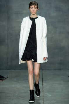 Vera Wang Fall 2015 Ready-to-Wear Fashion Show - Grace Hartzel