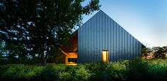 barn/house with outside living area via LE CONTAINER