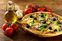 Deliciosa pizza de verdura sem glúten nem lactose feita no liquidificador | Cura pela Natureza.com.br