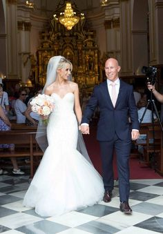 Irish rugby legend Peter Stringer weds Debbie O'Leary, which looks divine in her #BERTA dress <3