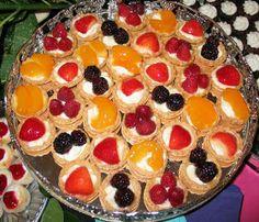 Reteta de acasa: Mini tarte cu fructe Sweets Recipes, Desserts, Mickey Party, Waffles, Biscuits, Bacon, Pudding, Cooking, Breakfast