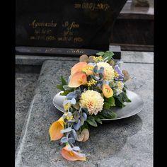 Funeral Flower Arrangements, Beautiful Flower Arrangements, Floral Arrangements, Beautiful Flowers, Grave Decorations, Day Lilies, Fall Flowers, Ikebana, Garden Design