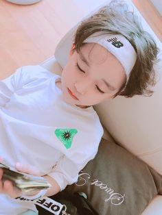 J-Hope and tae Cute Baby Boy, Cute Little Baby, Little Babies, Little Boys, Cute Boys, Baby Kids, Cute Asian Babies, Korean Babies, Asian Kids