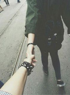 Find images and videos about love, grunge and couple on We Heart It - the app to get lost in what you love. Cute Relationship Goals, Cute Relationships, Cute Couples Goals, Couple Goals, Emo Couples, Kpop Girl Groups, Kpop Girls, Ideas Fotos Tumblr, Girls Holding Hands