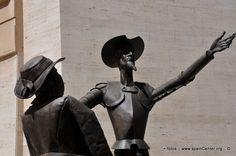 Fotos de Don Quijote y Sancho Panza en Albacete, monumento ubicado en la Diputación de Albacete.