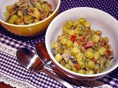 Mini gnocchi with bear's garlic cream and vegetables