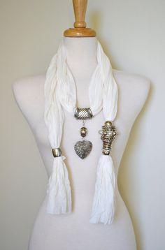 Incorpora accesorios a tus pashminas! Una linda opción para renovarlas!!