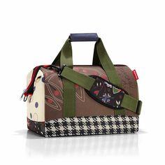Borsone cabina €52 Dimensioni 40 x 33,5 x 24 cm #manlioboutique  Per spedizioni: WhatsApp 329.0010906 #bag #borsone #travelbag #red #travel #winter #voyage