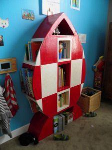 meuble en carton : bibliothèque fusée de tintin pour enfant