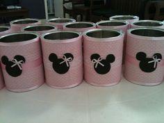Latas de leite recicladas decoradas com tecido e fitas de cetim de acordo com o tema da festa.  Outros temas a combinar.