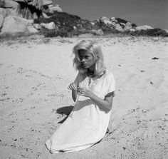 Imagen de beach, black and white, and catherine deneuve