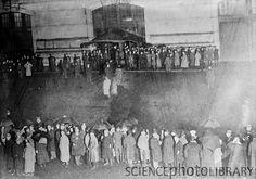 Crowds awaiting the Titanic survivors