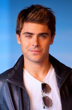 """Pin for Later: 74 Crucial Moments From Your Decade-Long Crush on Zac Efron You were like, """"Forget Aaron Samuels. Zac's hair looks so much sexier pushed back. Hottest Male Celebrities, Cute Celebrities, Celebs, Zac Efron Wallpaper, Zac Efron Pictures, Zac Efron Hair, Aaron Samuels, Zac Efron Movies, Forget"""