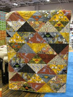 vendor floor opens the second day at It seems like miles of exhibitors, all with more than the eye can see or the brain can absor. Big Block Quilts, Lap Quilts, Scrappy Quilts, House Quilts, Patchwork Quilting, Quilt Blocks, African Quilts, African Fabric, Batik Quilts