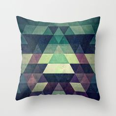 dysty_symmytry Throw Pillow