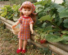 Cueillette des fraises par MCL Poupées